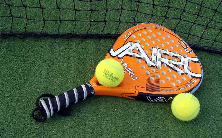 Raquetas y pelotas de pádel